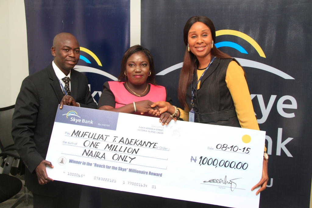 PICTURES: SKYE BANK CHEQUE PRESENTATION | Thebbbuzz com